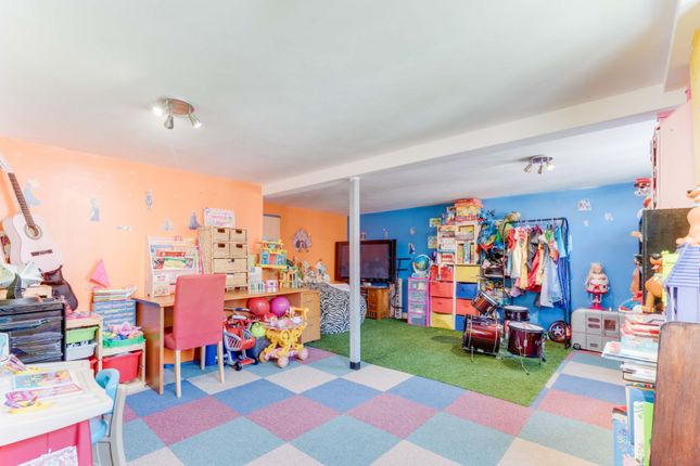 Play Room of Low Street, Carlton In Lindrick S81