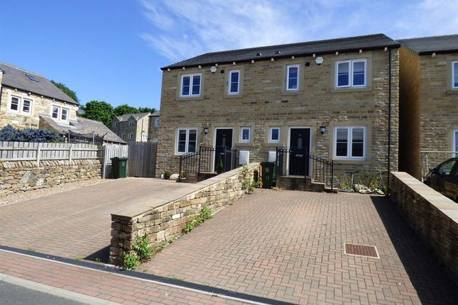 Thumbnail Town house for sale in High Dale Rise, Silsden, Keighley