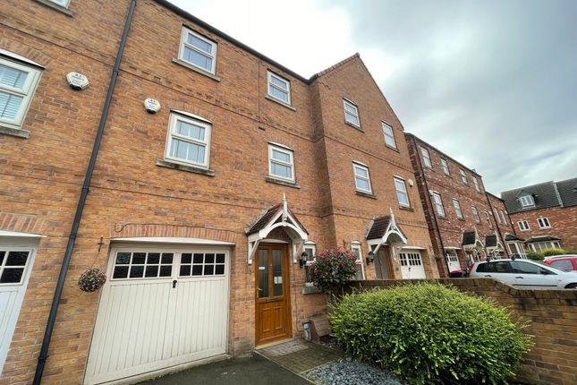4 bed town house to rent in Progress Drive, Bramley, Rotherham S66