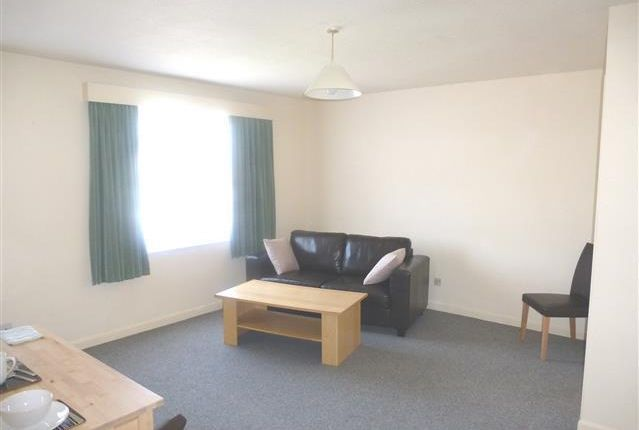 Thumbnail Flat to rent in Thatcham Close, Yeovil