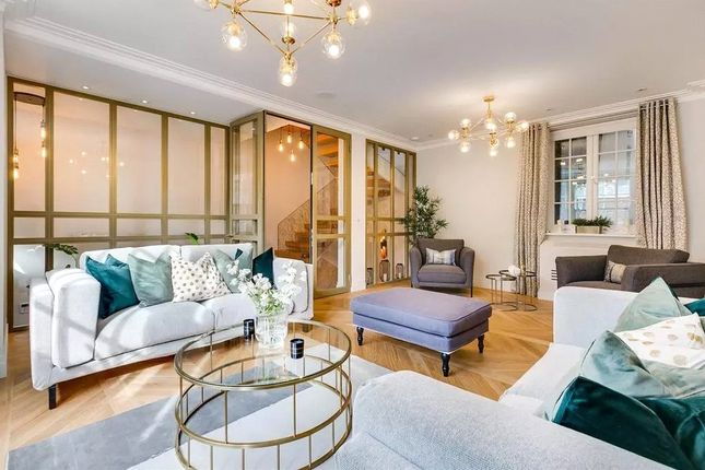 3 bed mews house to rent in Stanhope Mews East, South Kensington, London SW7