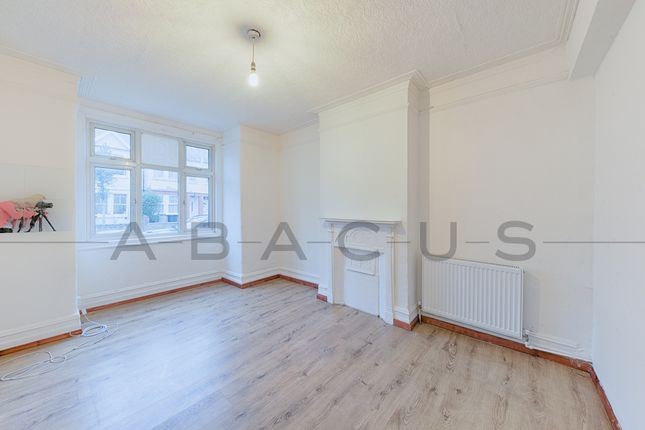 Thumbnail Flat to rent in Ilex Road, Willesden