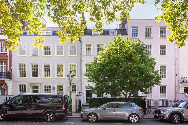 Thumbnail Flat to rent in Kensington Square, London