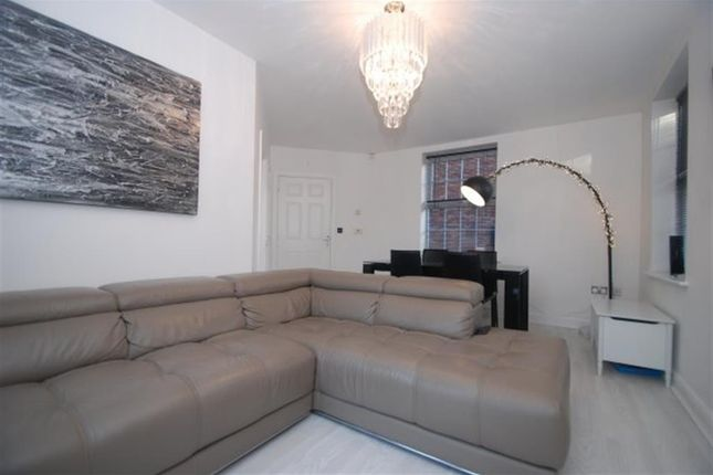 Living Area of Woodland View, Hyde SK14