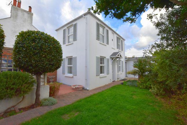 Thumbnail Cottage to rent in Alma Street, Lancing