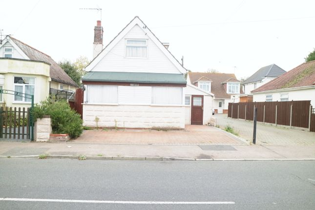 Thumbnail Bungalow for sale in Golf Green Road, Clacton-On-Sea