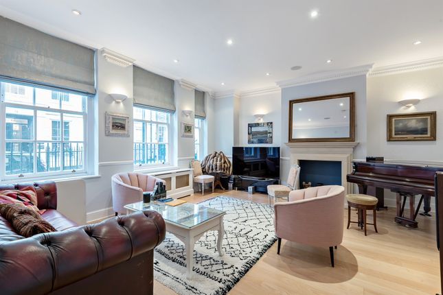 Thumbnail Flat for sale in Buckingham Street, London