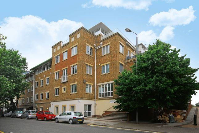 Parking/garage to rent in Mendip Court, Battersea