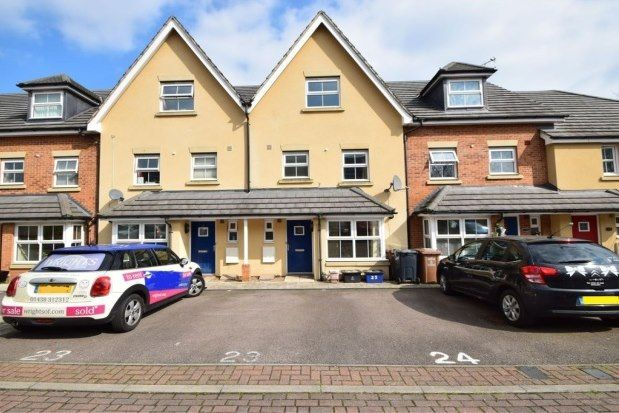 Thumbnail Property to rent in Carisbrooke Close, Stevenage