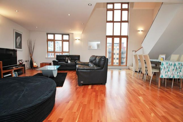 Thumbnail Flat to rent in Tanfields, Vachel Road, Reading, Berkshire
