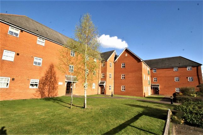 2 bed property to rent in Rawlyn Close, Chafford Hundred, Grays RM16