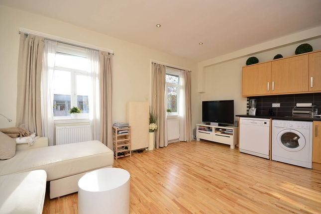 3 bed flat to rent in Chiswick High Road, Chiswick