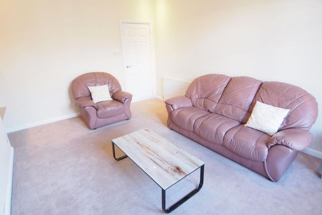 Lounge of Roslin Street, First Floor Right AB24