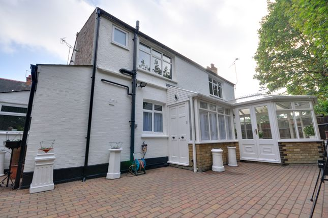 Thumbnail Cottage to rent in The Chase, Pinner