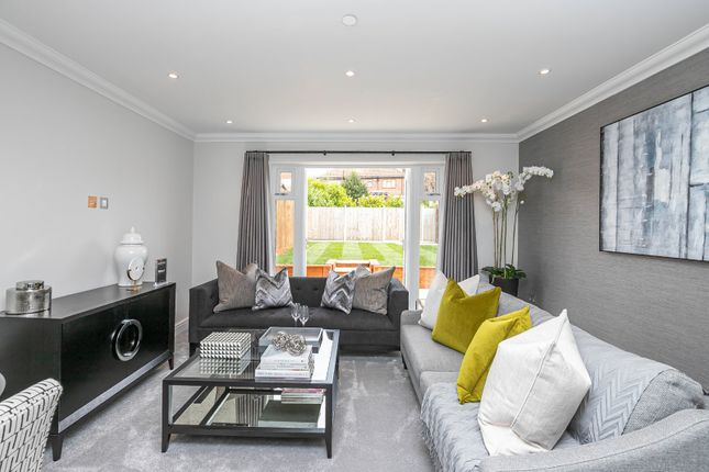 Thumbnail Terraced house for sale in Highgrove Close, Loughton, Essex