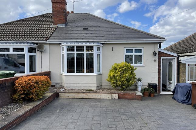 2 bed semi-detached bungalow to rent in Pruden Avenue, Lanesfield, Wolverhampton WV4