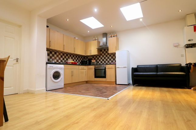 Thumbnail Flat to rent in Fenlake Road, Bedford