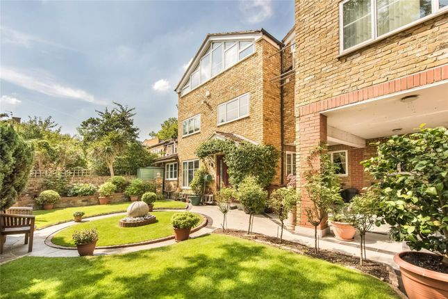 Thumbnail Flat for sale in Surrey Crescent, Chiswick