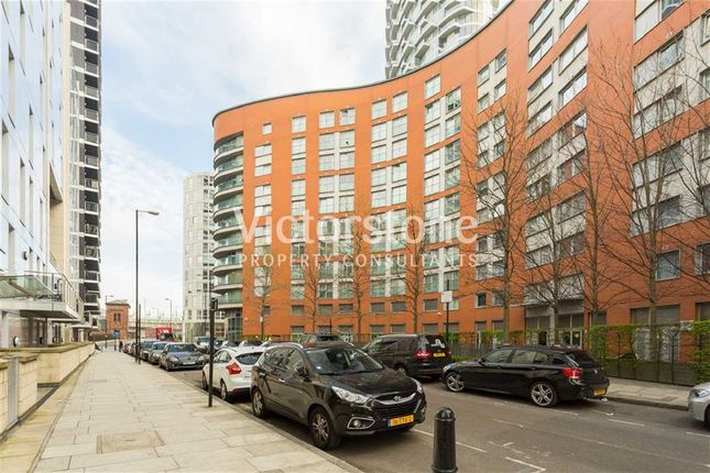 3 bed flat to rent in Blackwall Way, Canary Wharf, London