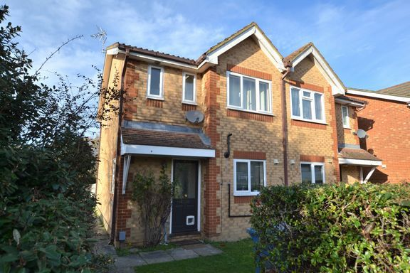 3 bed semi-detached house to rent in Danvers Drive, Church Crookham, Fleet GU52