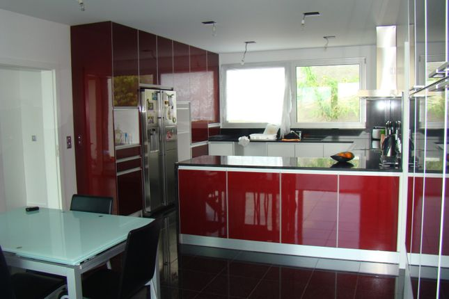 Fuly Fitted Kitchen