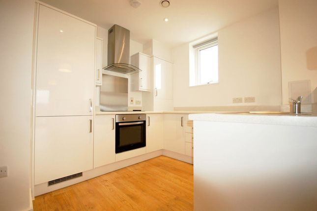 Thumbnail Flat to rent in Bowes Road, London