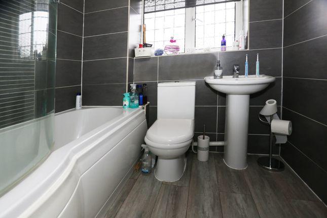 Bathroom of Worrall Way, Lower Earley, Reading RG6