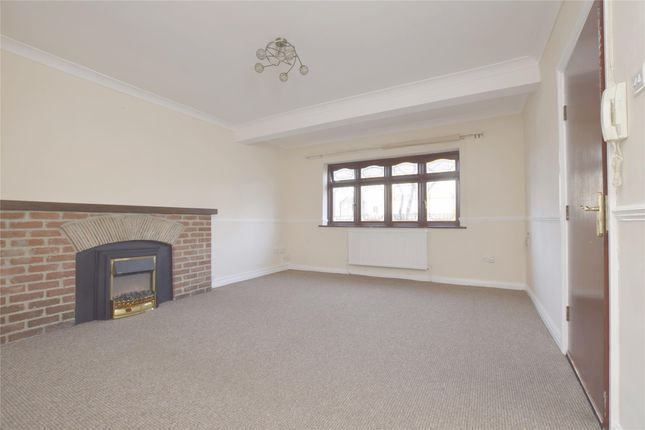 Thumbnail Flat to rent in Great Gardens Road, Hornchurch