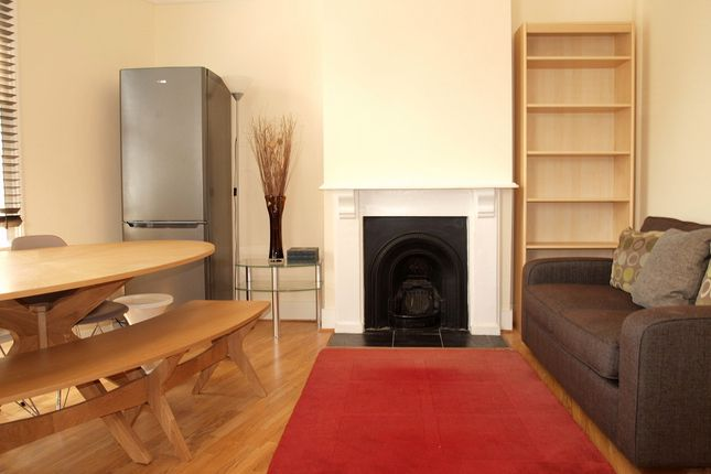 3 bed flat to rent in Acre Lane, London