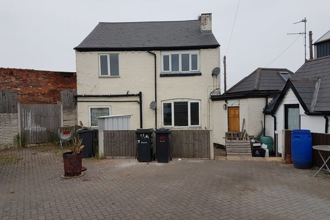 Thumbnail Flat to rent in St. Annes Road, Cradley Heath
