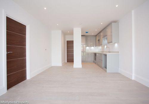 Thumbnail Flat to rent in Bath Road, Maidenhead, Berkshire