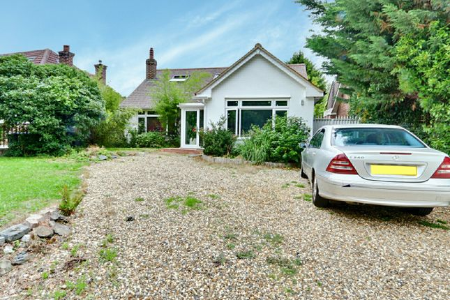 Thumbnail Bungalow for sale in Covert Way, Hadley Wood