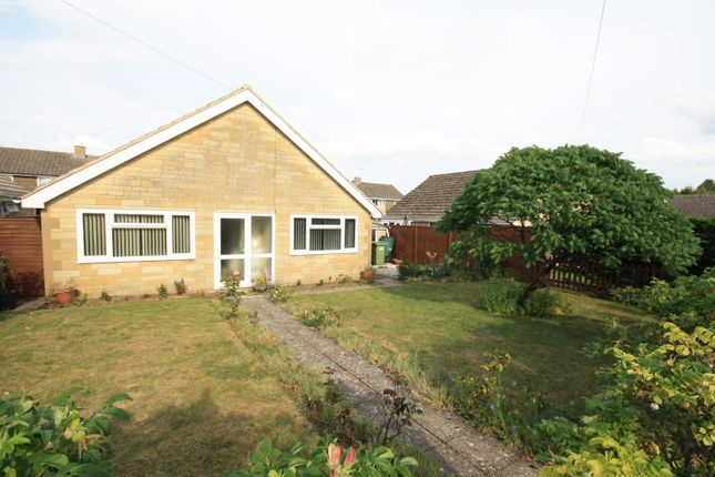 3 bed bungalow to rent in Aldsworth Close, Fairford, Gloucestershire GL7