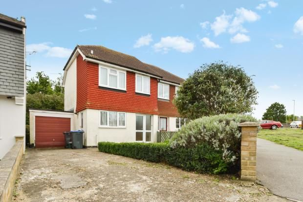 3 bed semi-detached house to rent in Knollmead, Tolworth, Surbiton KT5