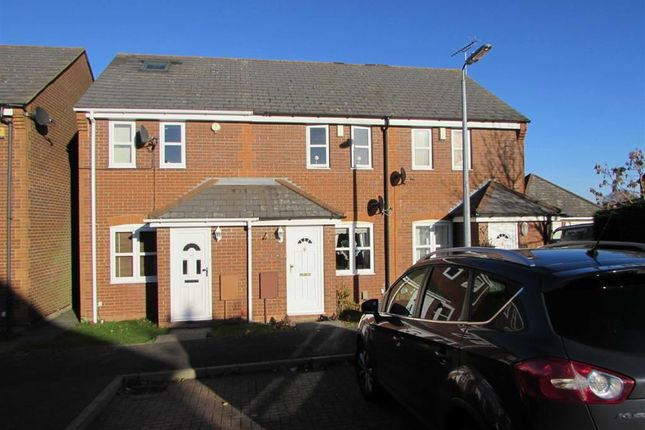 2 bed terraced house to rent in Catchacre, Dunstable