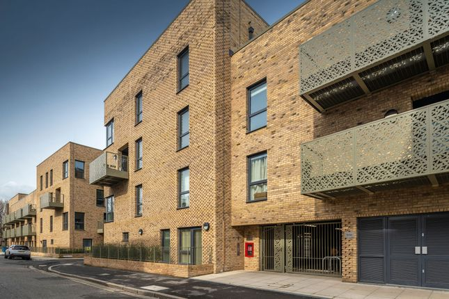 1 bedroom flat for sale in Benhill Road, London