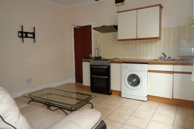 Thumbnail Flat to rent in Ninian Road, Roath Park