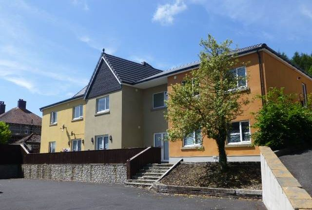 2 bed flat to rent in Bronwydd Road, Carmarthen