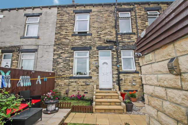 Thumbnail Terraced house for sale in Stanacre Place, Bradford