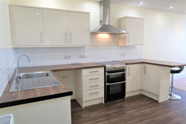 Thumbnail Flat to rent in Washington Chambers, Stanwell Road, Penarth