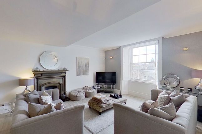 Thumbnail Flat to rent in North Castle Street, City Centre