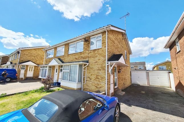 3 bed semi-detached house to rent in Steeplefield, Eastwood, Essex SS9