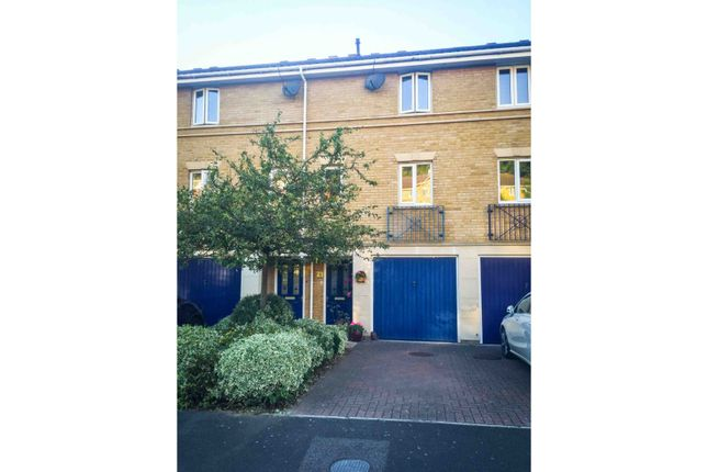 Thumbnail Town house for sale in Applecross Close, Rochester