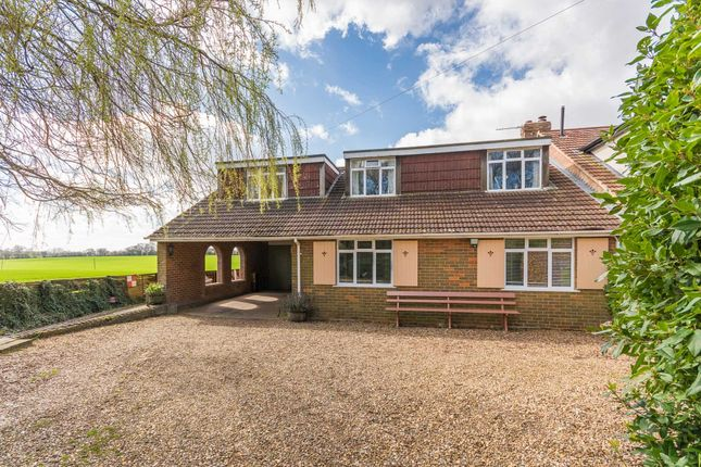 Thumbnail Semi-detached house for sale in Rossway, Berkhamsted