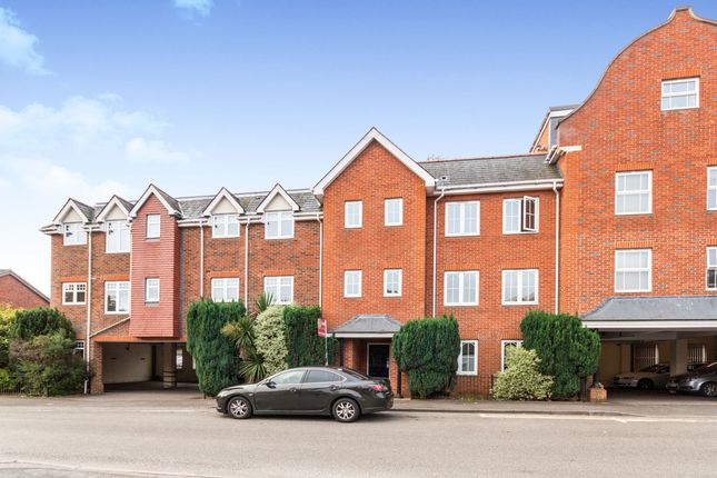 Thumbnail Flat to rent in Napier Road, Crowthorne