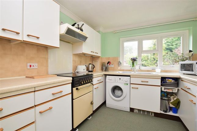 Thumbnail Flat for sale in Linden Chase, Uckfield, East Sussex
