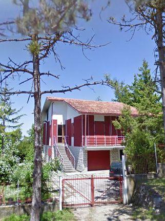 Thumbnail Apartment for sale in Urbino, Pesaro And Urbino, Marche, Italy