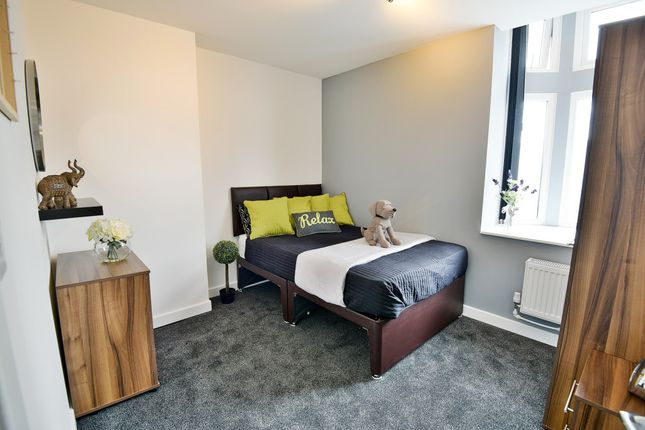 Thumbnail Flat to rent in Manchester Road, West Timperley, Altrincham