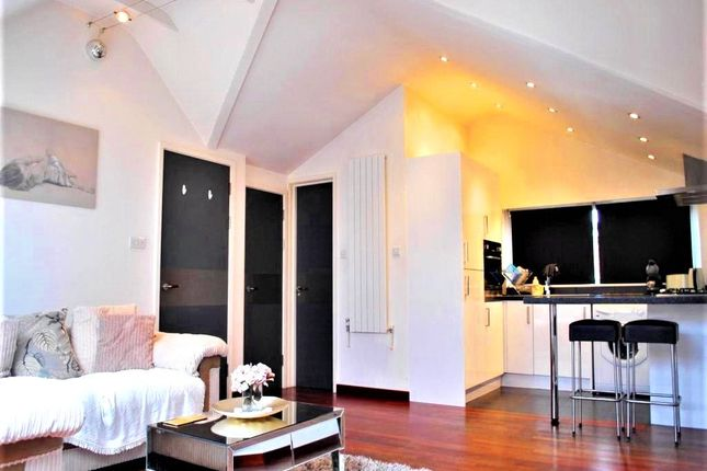 Thumbnail Flat to rent in Station Road, West Wickham, Kent