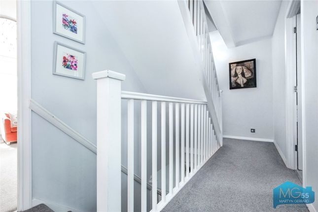 Picture No. 22 of Oakview Gardens, East Finchley, London N2